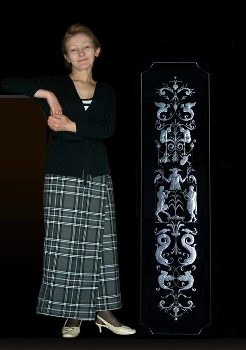 Елена Лаврищева и витраж в дверь