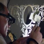 В. Маковецкий делает гравировку на стекле