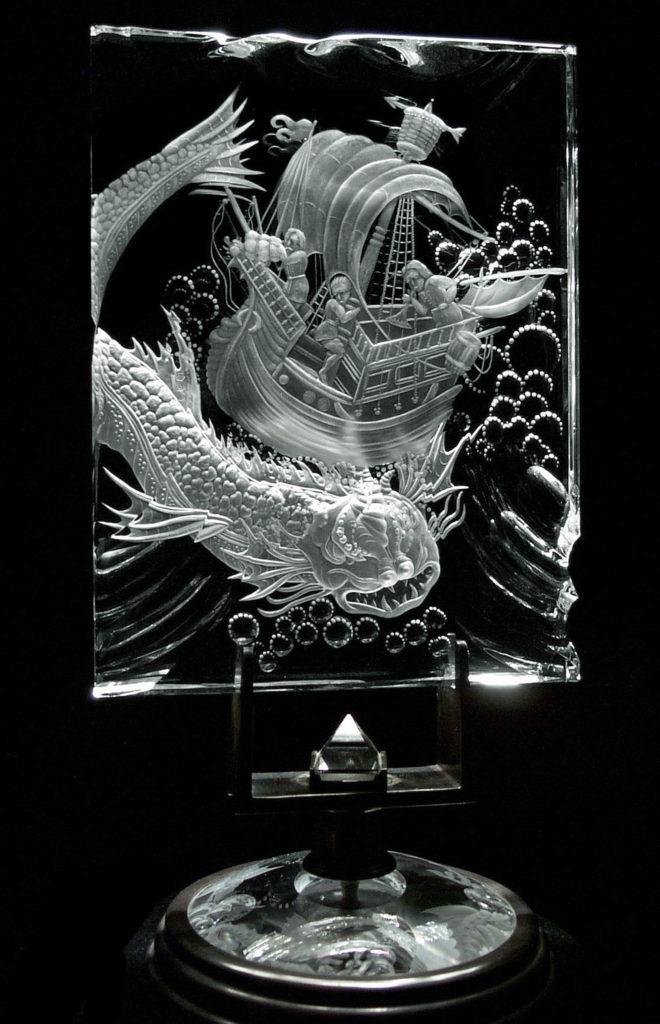 Гравированная пластина из оптического стекла.