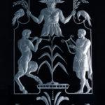 Фрагмент гравированного витража в двери