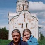 Владимир Маковецкий с супругой Еленой Лаврищевой у храма