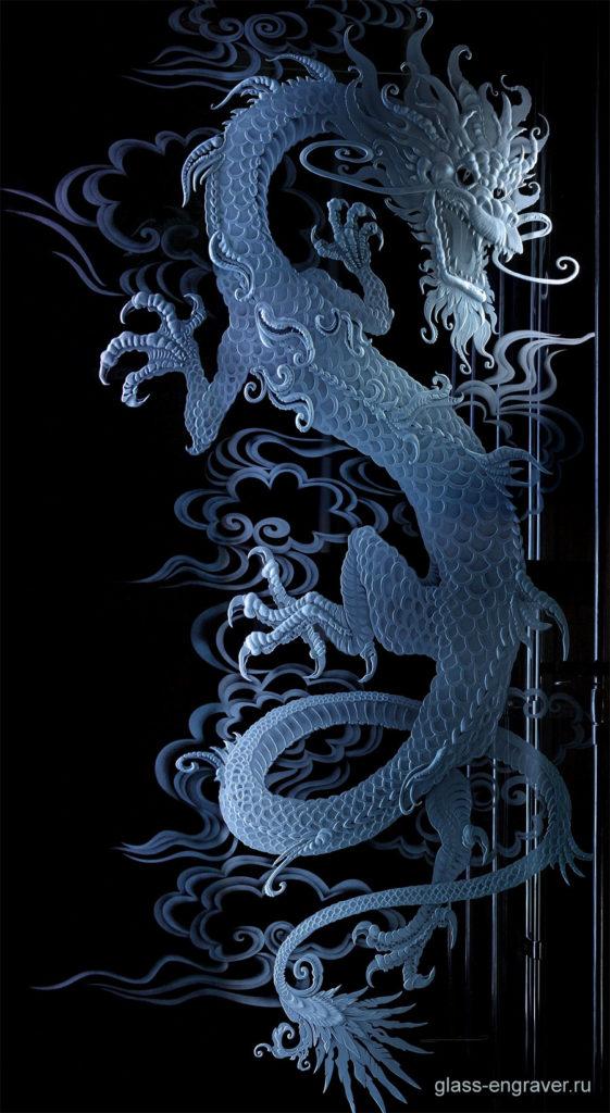 Дракон – фото гравировки на стекле