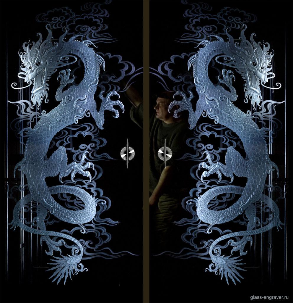 Драконы – фото гравировки на стекле