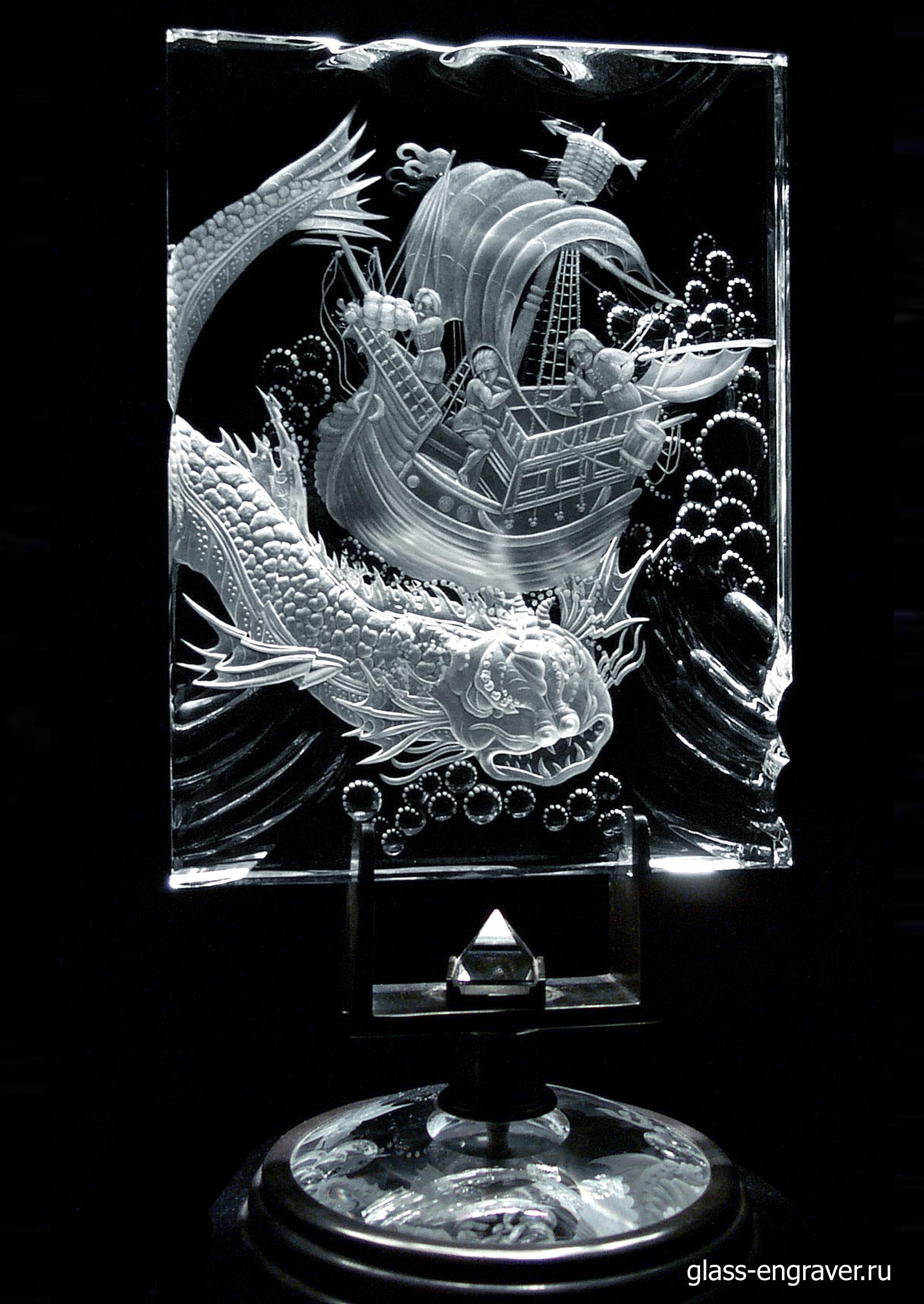 Арт-объект Балена - гравированное стекло