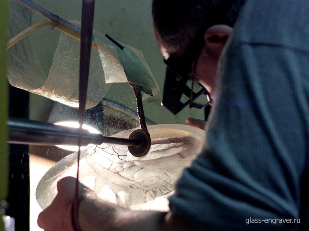 Гравировка на стекле - механическая гравировка на станке